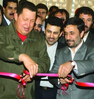 Двама от бунтарите срещу империята – президентите на Венецуела Хуго Чавес и на Иран Махмуд Ахмадинеджад не само, че не се стреснаха, но създадоха и обща банка.